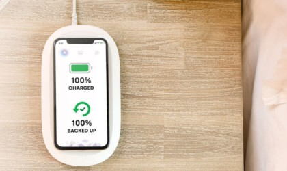 SanDisk iXpand Wireless Charger Photo Backup Device