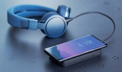 Wireless power bank charging smartphone and headphones
