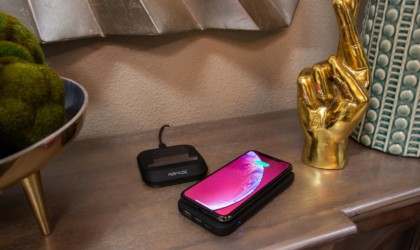 iPhone charging wirelessly on power bank