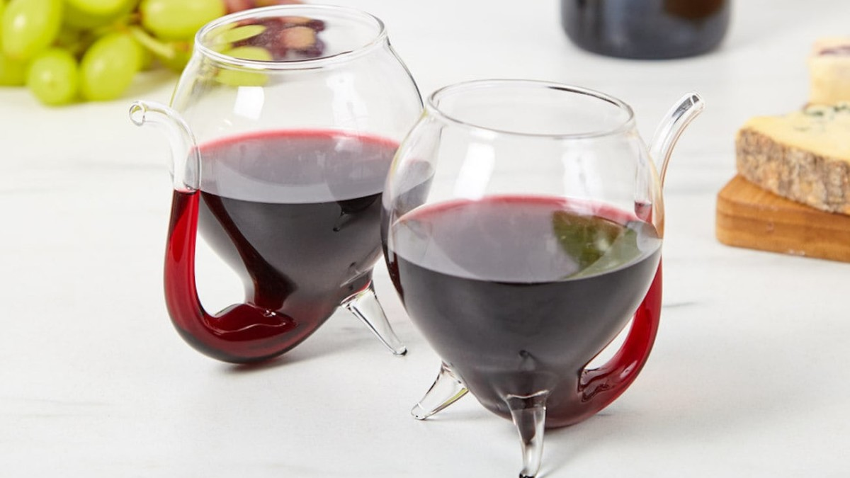 Wino Sippo Stable Wine Glasses make decanting and drinking your wine a breeze
