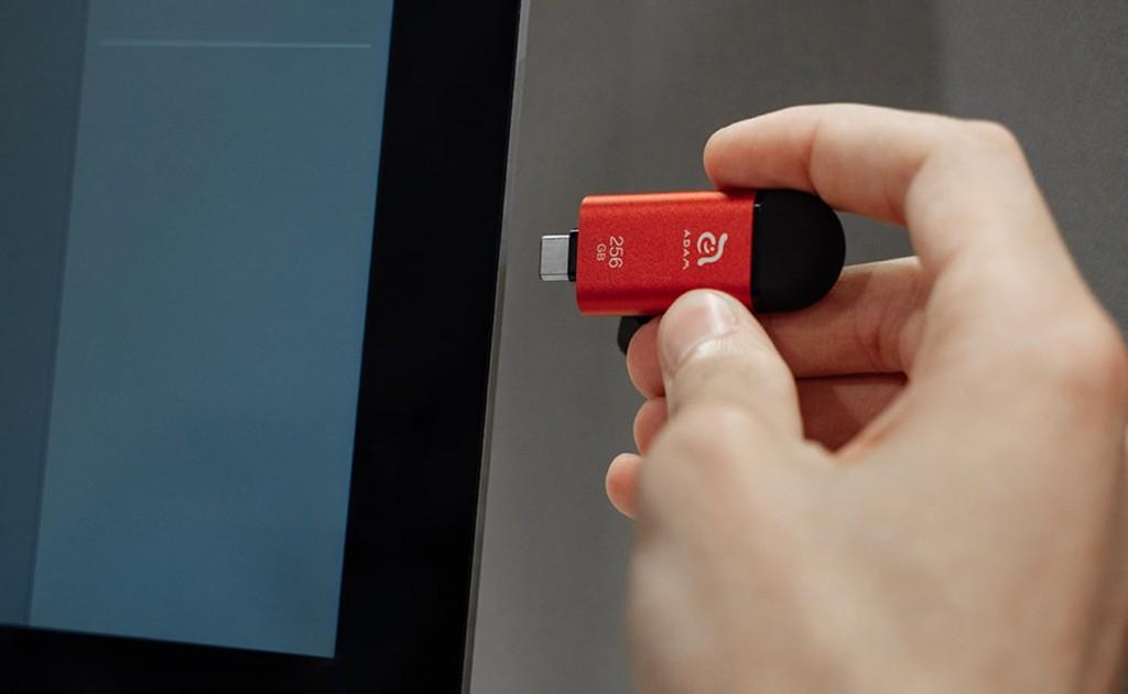 iKlips C Lighting USB C Flash Drive