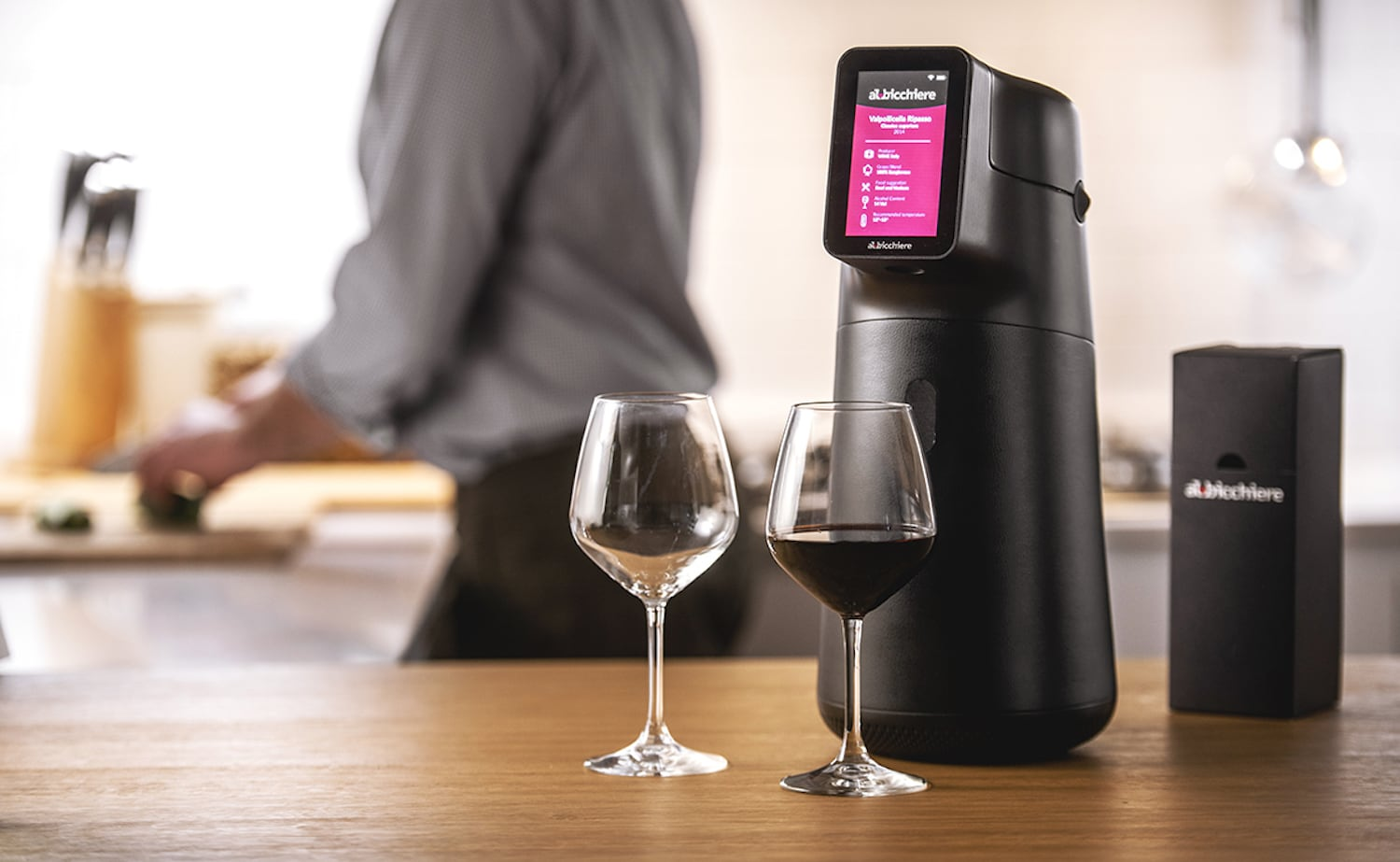 Albicchiere Smart Wine Preserver and Dispenser serves wine at the ideal temperature