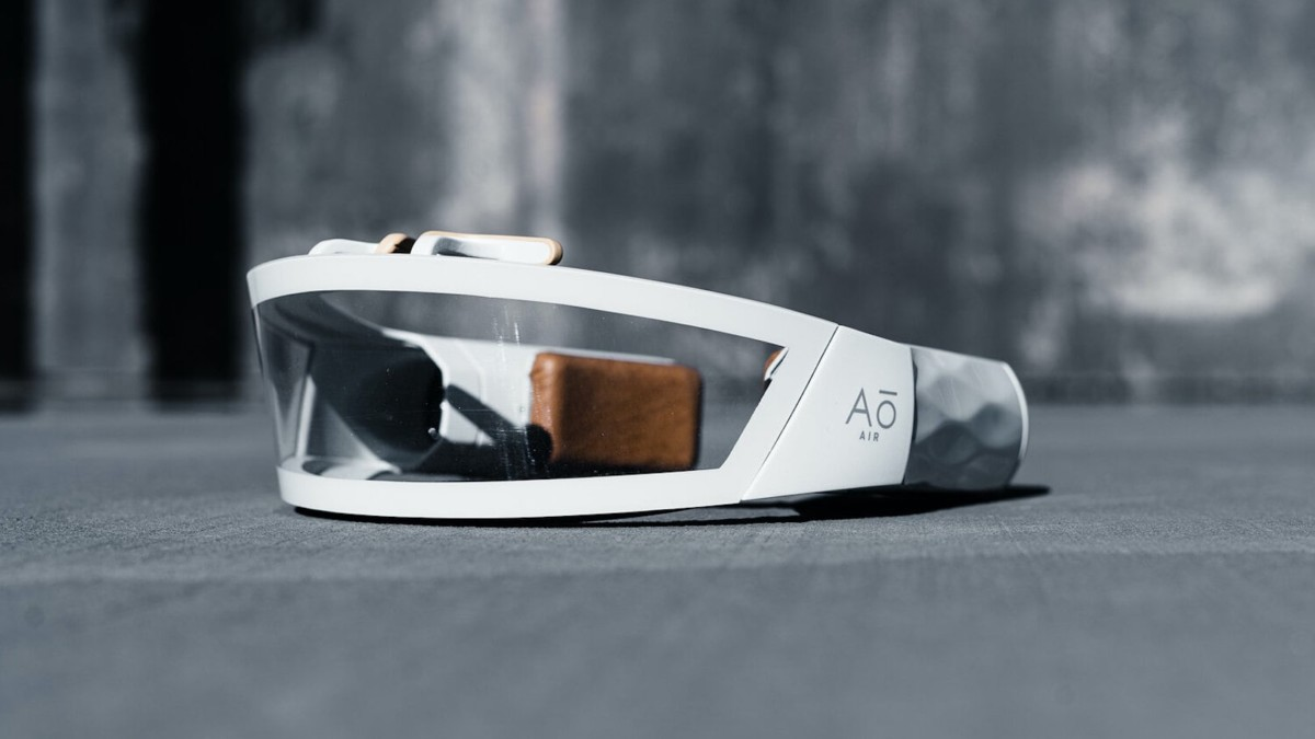 Ao Air The Atmōs Wearable Air Purifier protects your lungs from pollutants