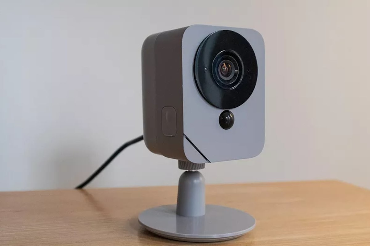 Blue Outdoor Rechargeable Security Camera provides a 130º field of view