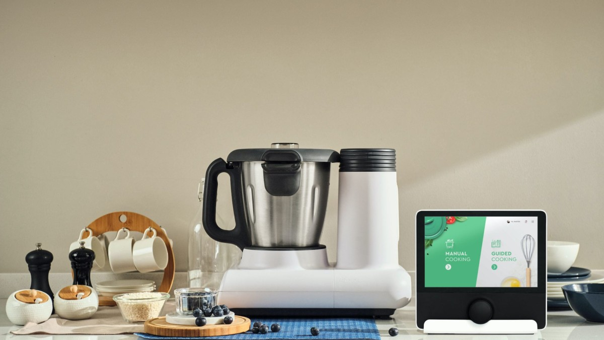CookingPal Julia Smart All-in-One Cooker helps you through every step of the process