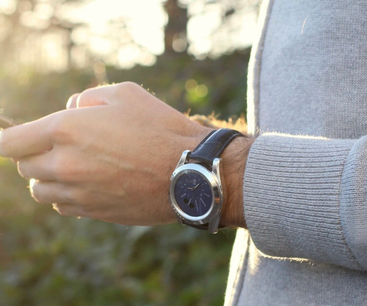 IEVA Time-C Health & Environmental Smartwatch measures your local air quality