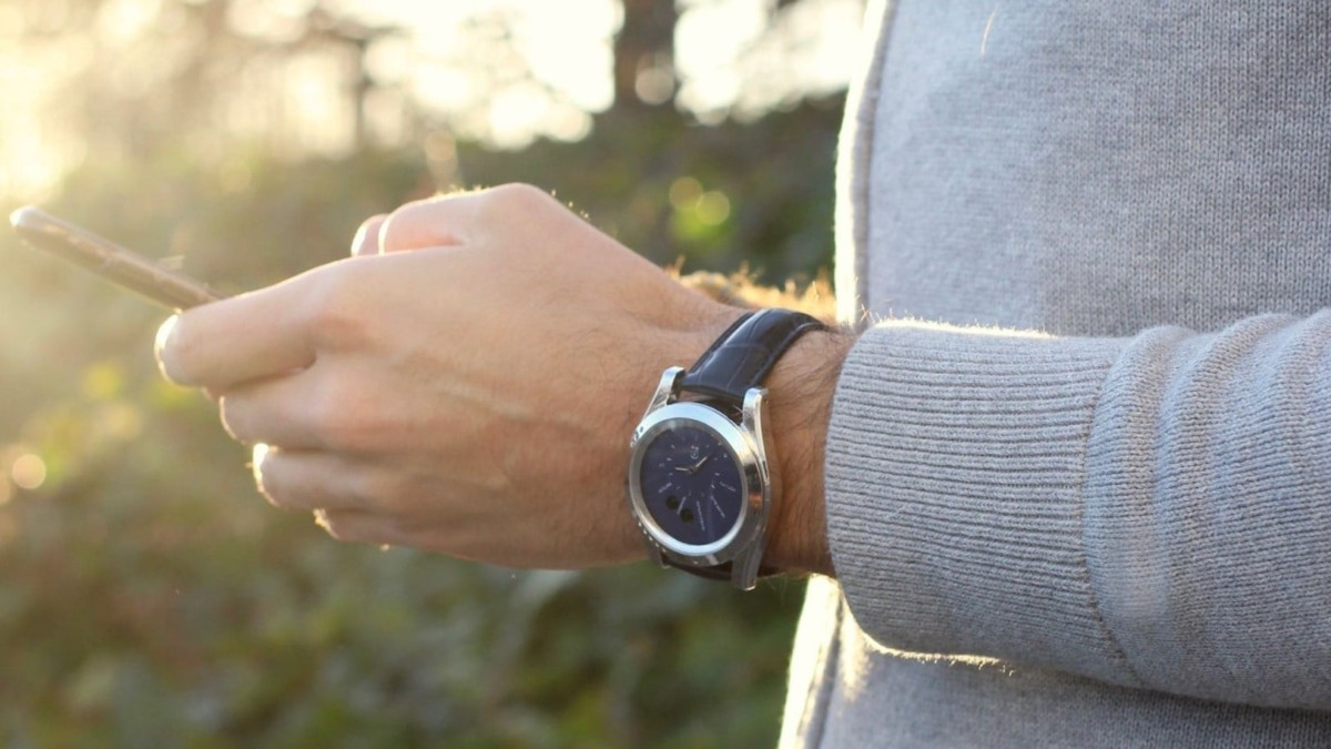 IEVA Time-C Health & Environmental Smartwatch measures your local air quality