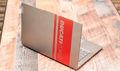 Lenovo Ducati 5 Racing Stripe Laptop