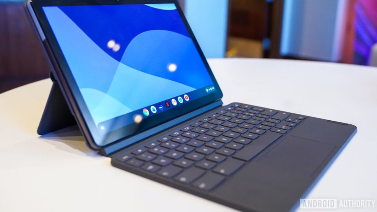 Lenovo Chromebook Duet 2-in-1 Detachable has a 10.1″ display and keyboard