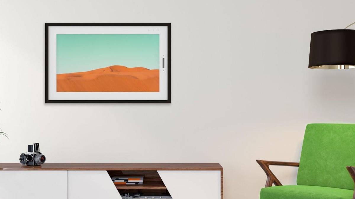Lenovo Smart Frame Wall-Mounted Photo Display integrates with Google Photos