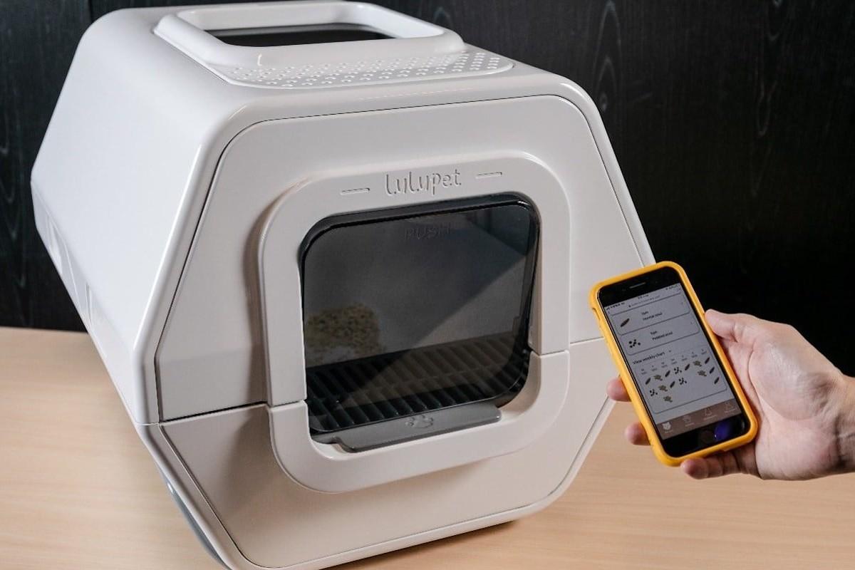 LuluPet AI Smart Cat Litter Box Pet Health Monitor examines your kitty's bowel movements