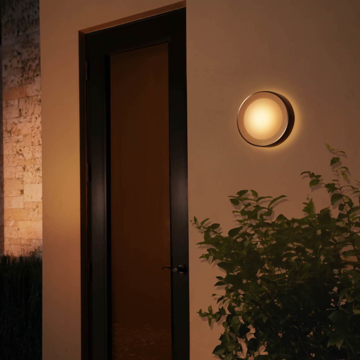 Philips Hue Daylo Outdoor Light Ring subtly brightens up your backyard space