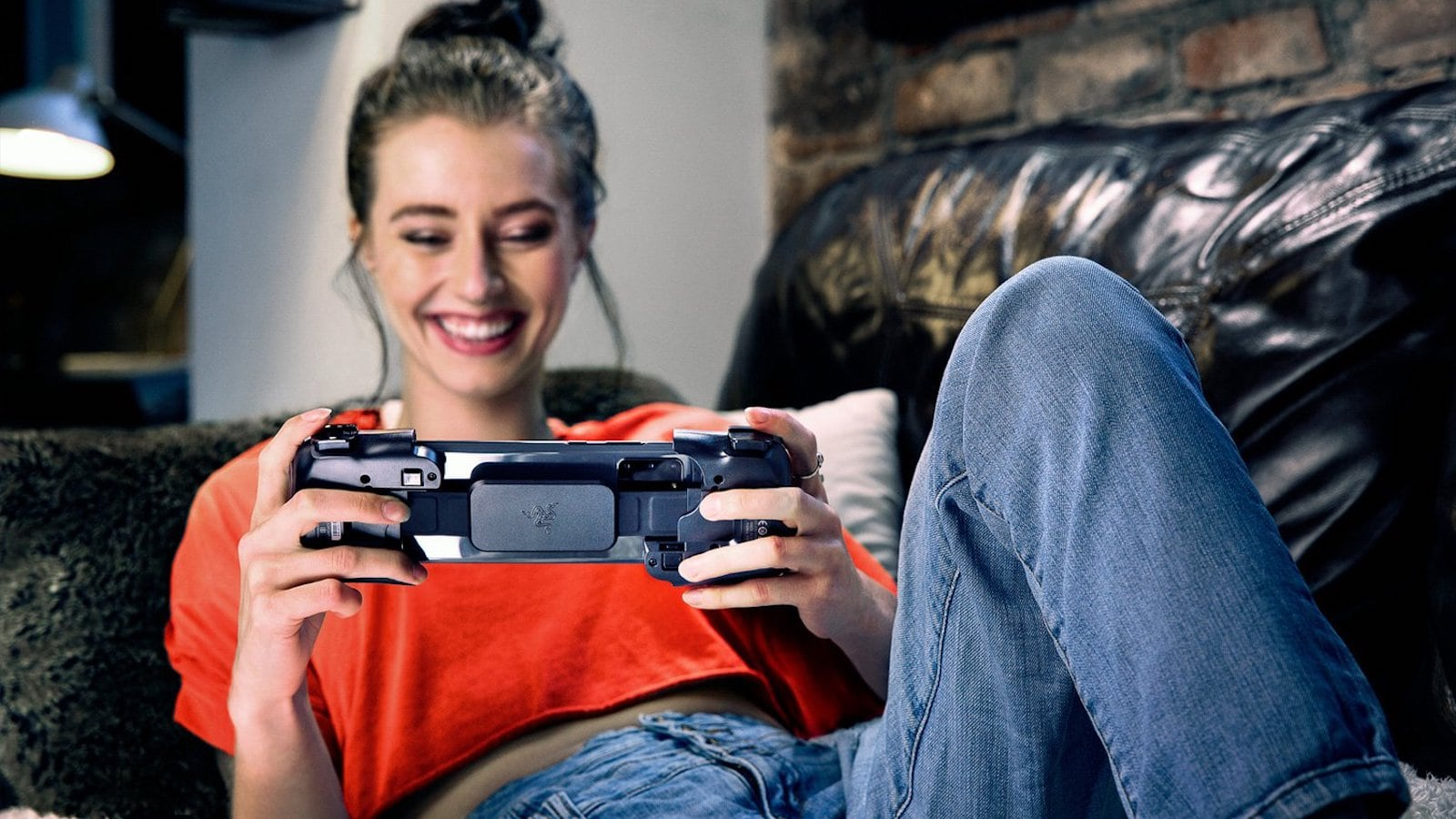 Razer Kishi Mobile Gamepad works with both Android phones and iPhones
