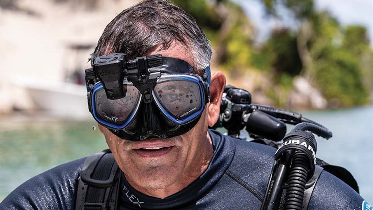 SCUBAPRO Galileo HUD Hands-Free Dive Computer mounts right to your mask