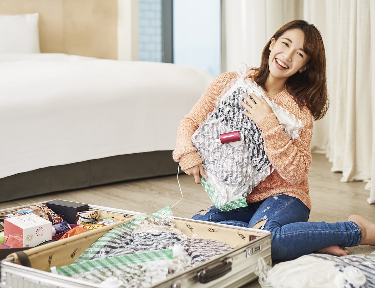 Vago Vacuum Packing Tool saves up to 50% of space in your luggage