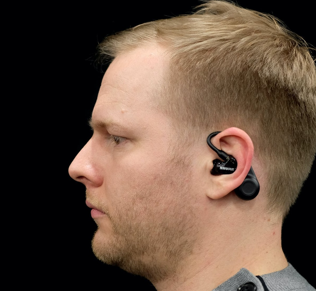 Shure AONIC 215 Sound-Isolating Earphones provide a musician-level experience