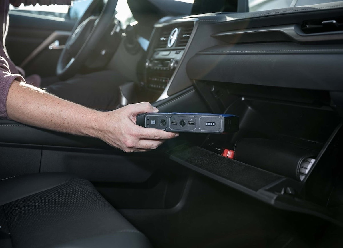 mophie powerstation go Power Bank jump-starts your car and charges all of your devices