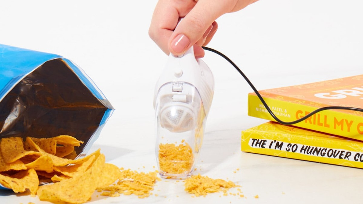 World's Smallest USB Vacuum cleans up all your crumbs and keyboard dirt