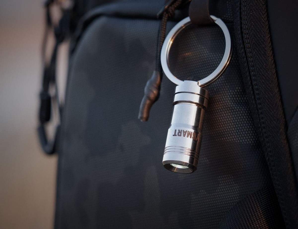 YSMART Magnetic Quick Release Flashlight is powerful and tiny