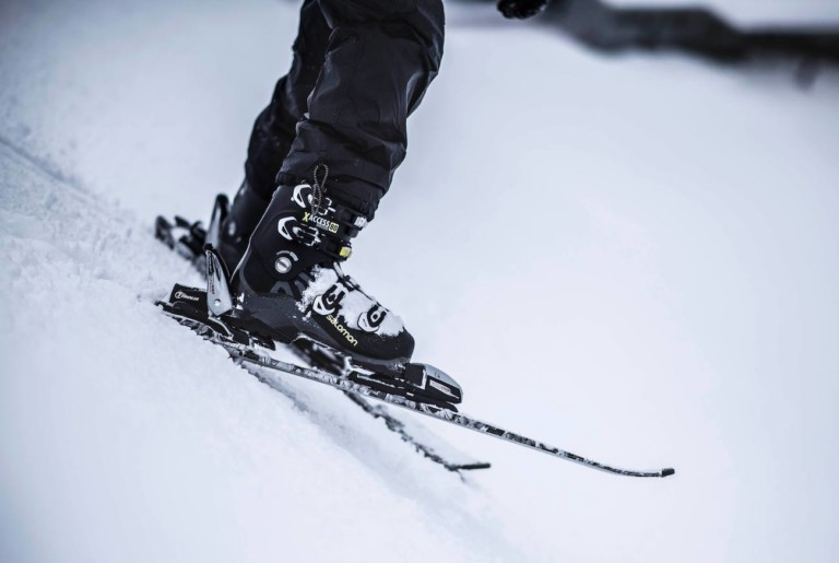 STAKI Controls Smart Downhill Skis