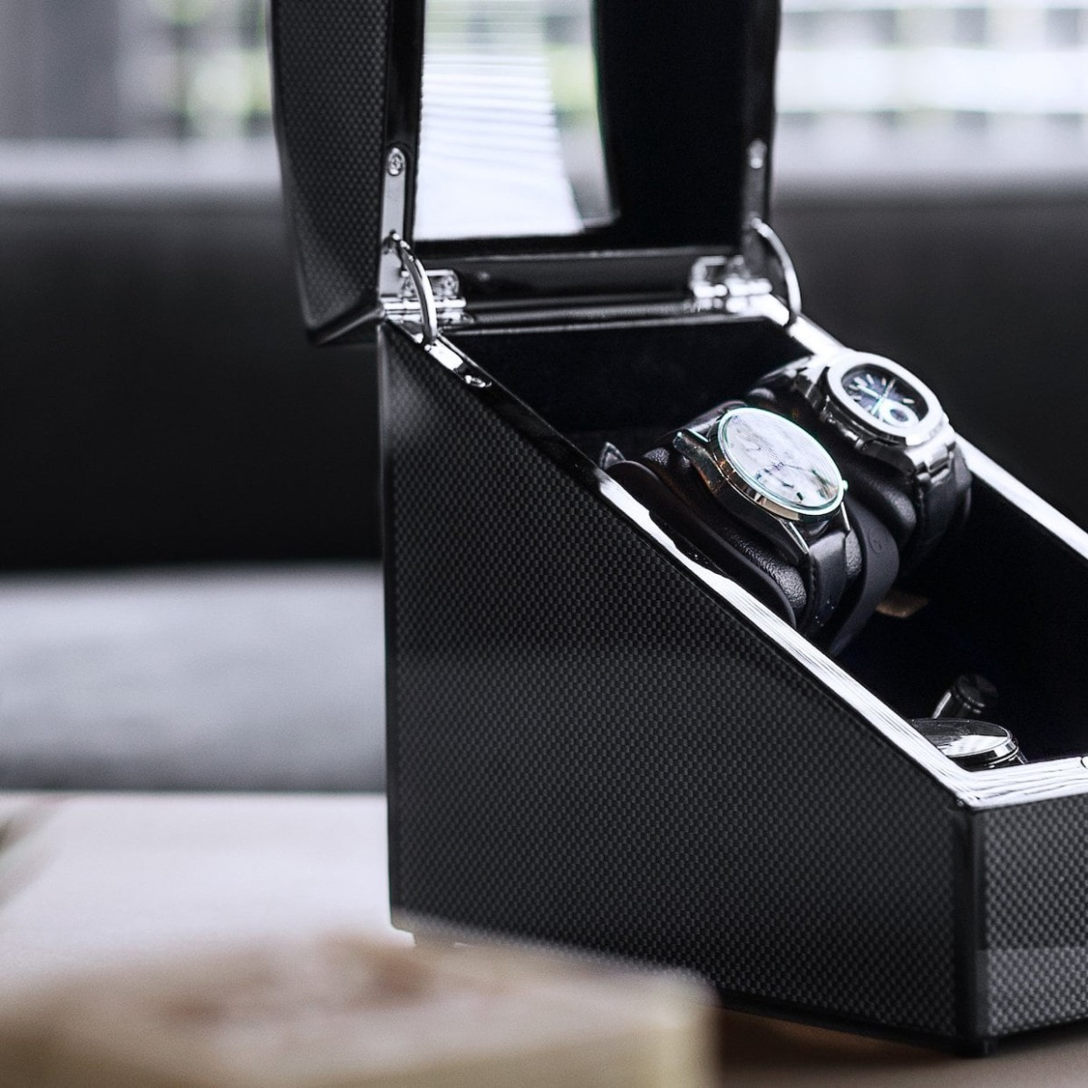 BillStone Avanti Plus 1 Carbon Fiber Watch Winder can rotate up to two watches