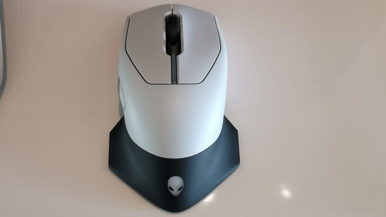 Dell Alienware AW610M Rechargeable Gaming Mouse has 350 hours of battery life