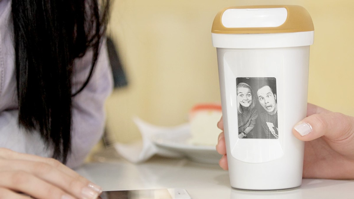 Fuffee Social Coffee Mug lets you share pictures to your friends' mugs