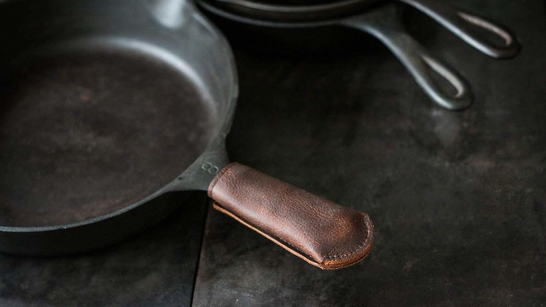 Hardmill Leather Cast Iron Handle Cover uses heat-resistant Kevlar thread