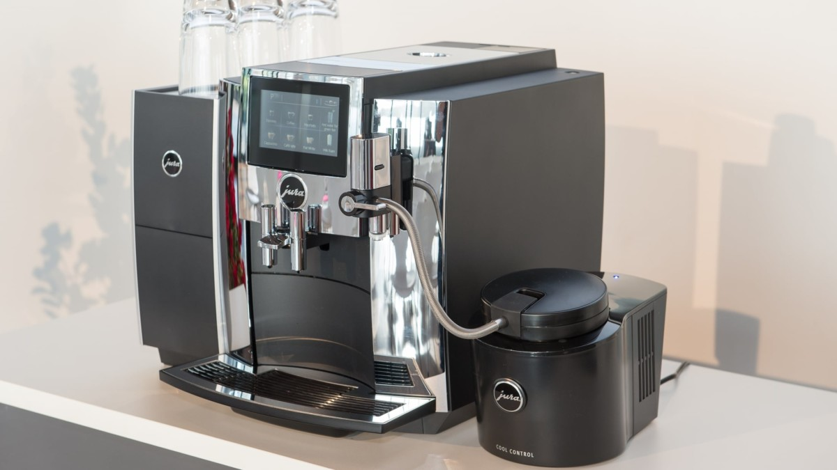 JURA S8 Fully Automatic Coffee Machine does everything from the bean to the cup