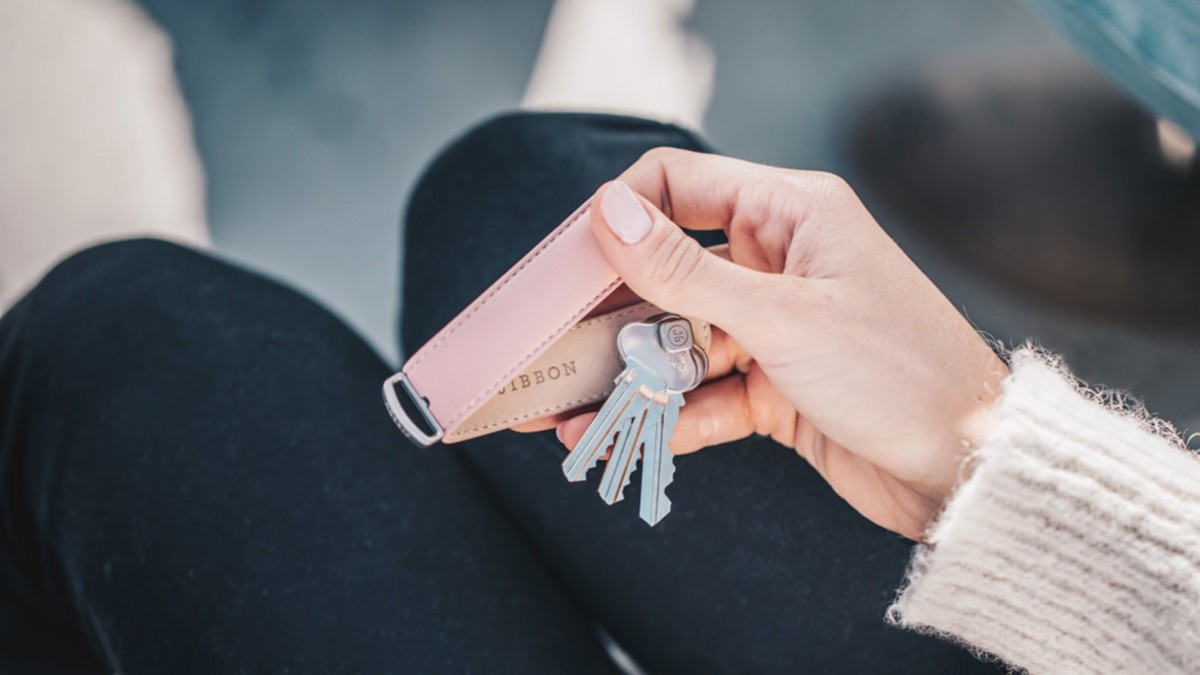 Jibbon minimalist key organizer hides and protects your belongings