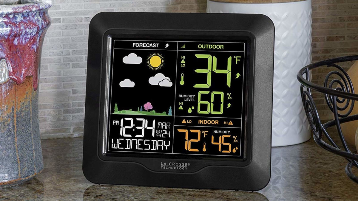 La Crosse Technology S85814 Wireless Color Weather Forecast Station provides the barometric pressure