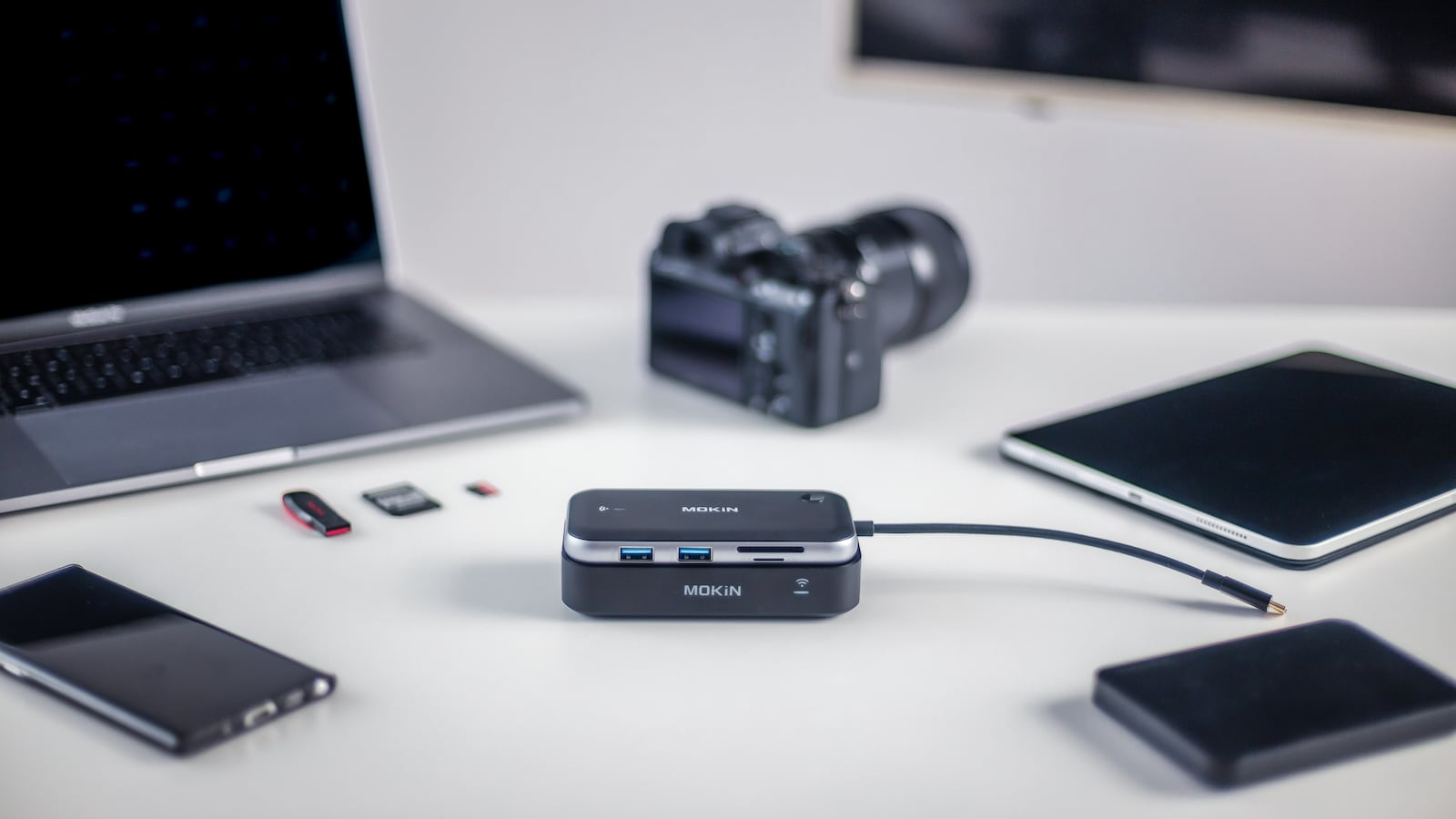 MOKiN Ultra-Low Latency Wireless Display Transmitter features a USB-C hub