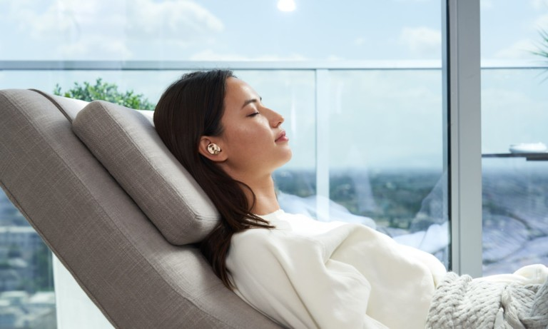 Pearl AI-Powered Earbuds have solar charging