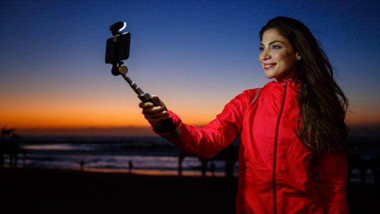 Pictar Smart-Light Selfie Stick makes you look good in every single shot