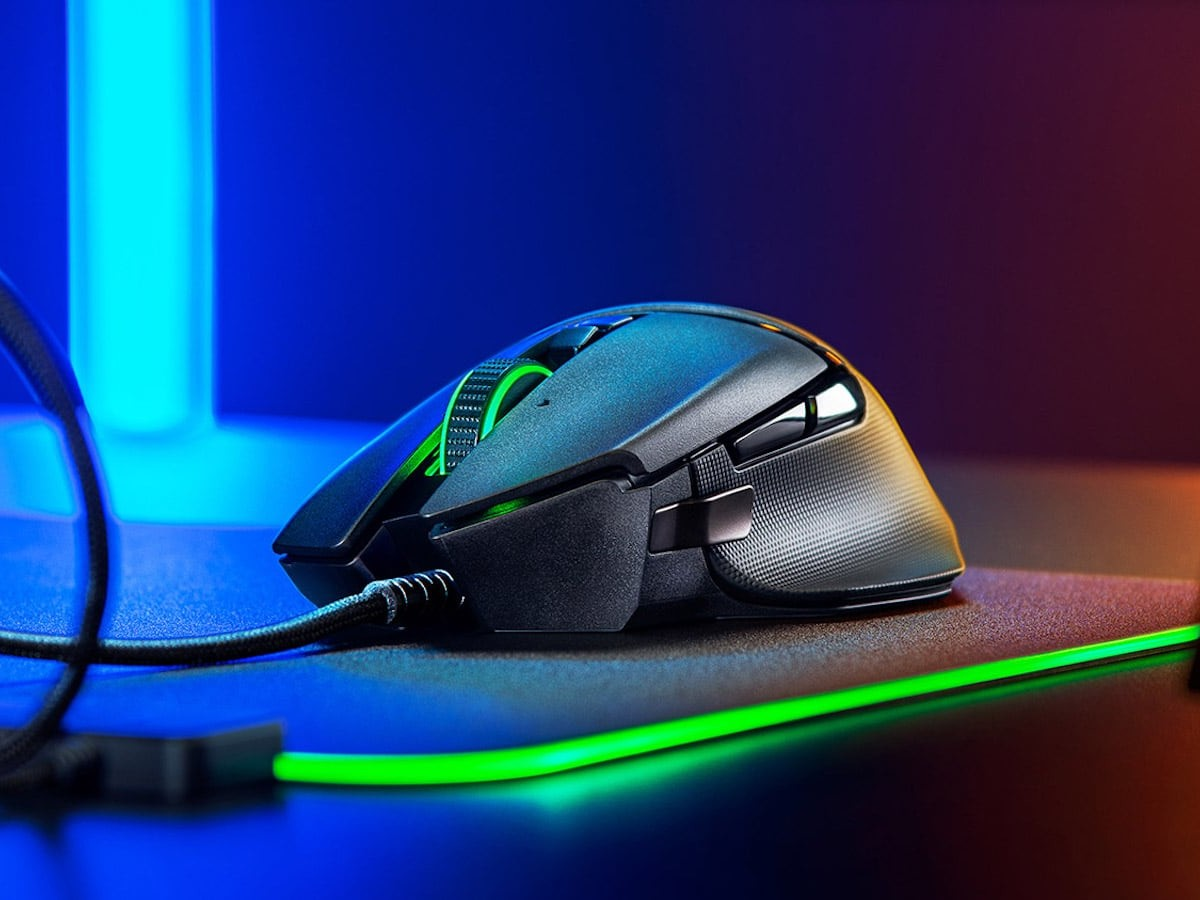 Razer Basilisk V2 Wired Gaming Mouse lets you customize 11 different buttons