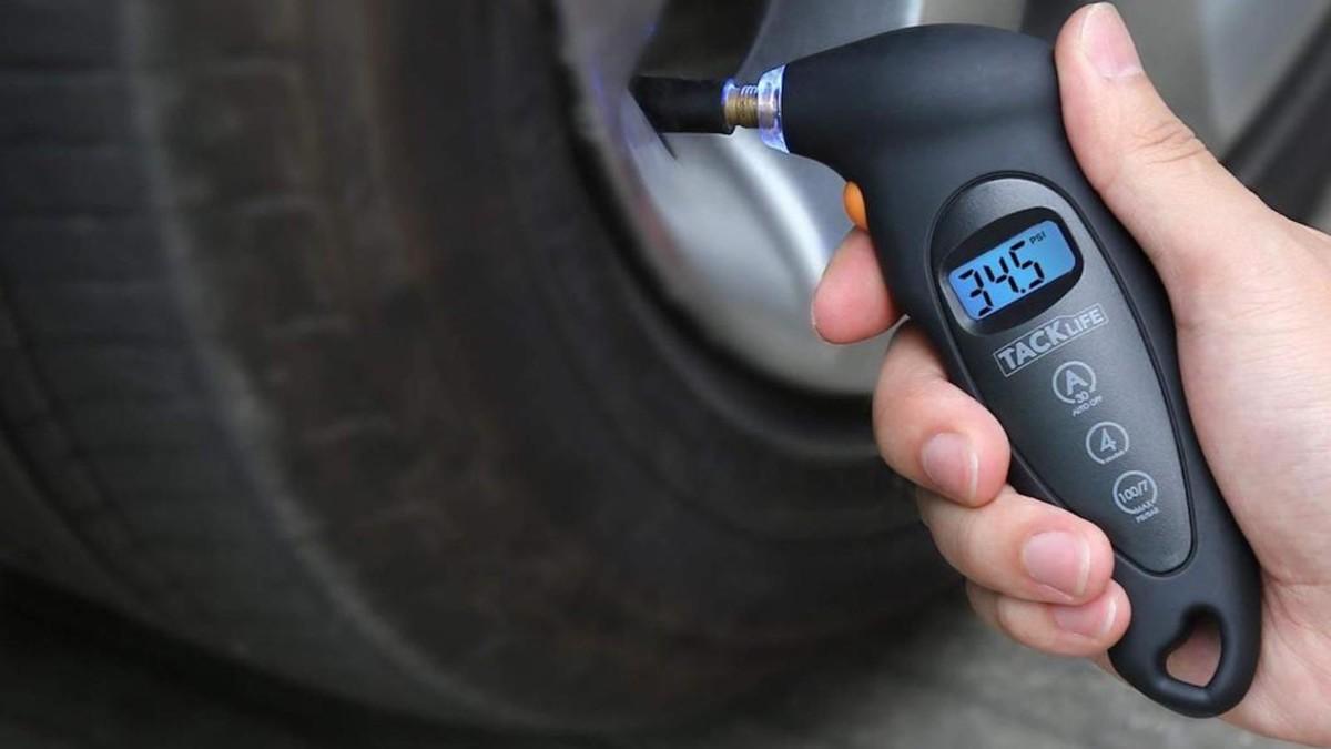 TACKLIFE Digital Precise Tire Pressure Gauge uses a quick-sealing Schrader valve stem