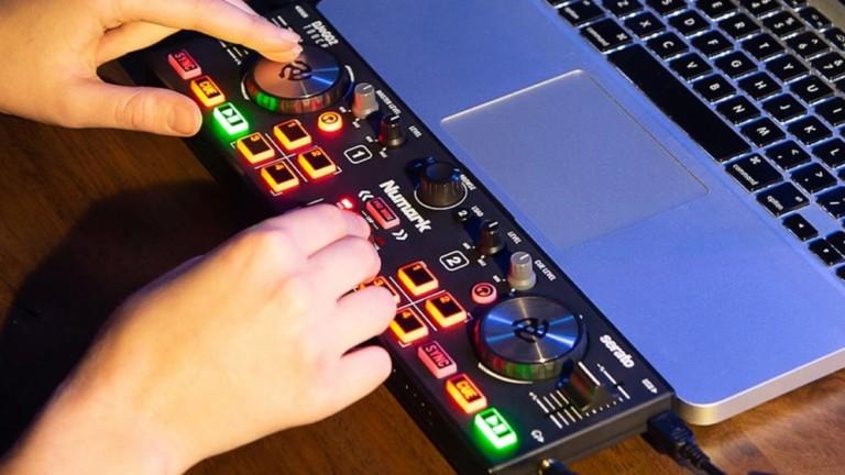 Numark DJ2GO2 Touch Pocket DJ Controller