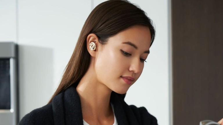 These AI earbuds are powered by the sun