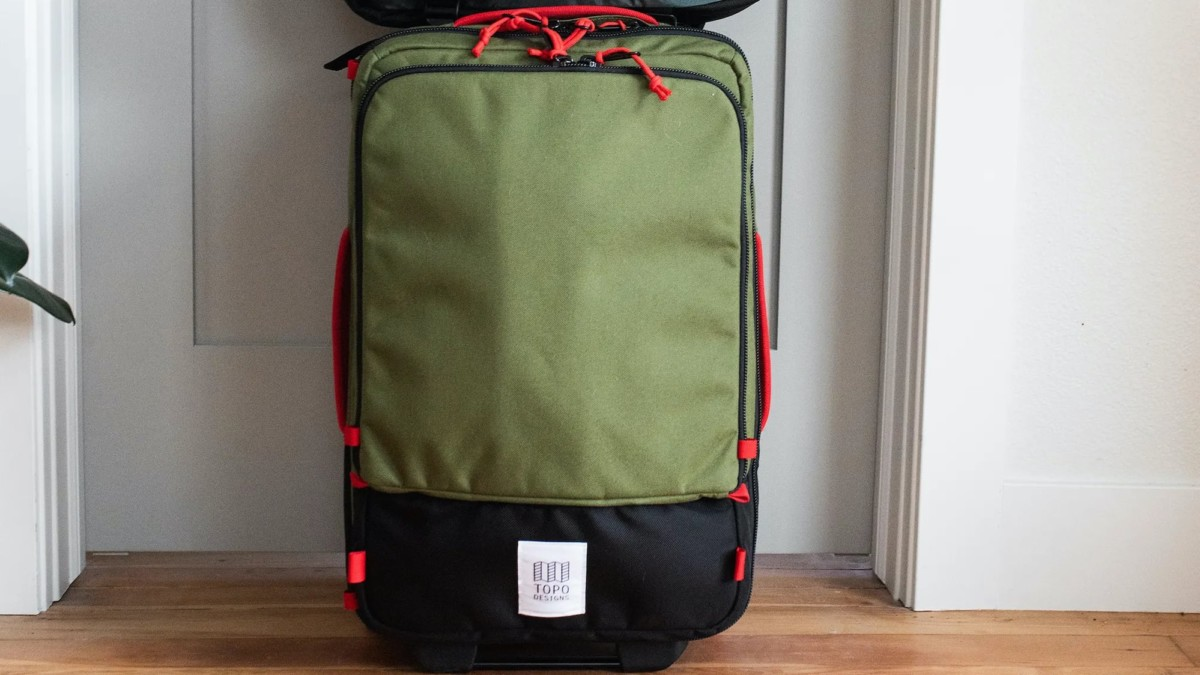 Topo Designs Travel Bag Roller 35L Carry On opens flat and keeps you organized