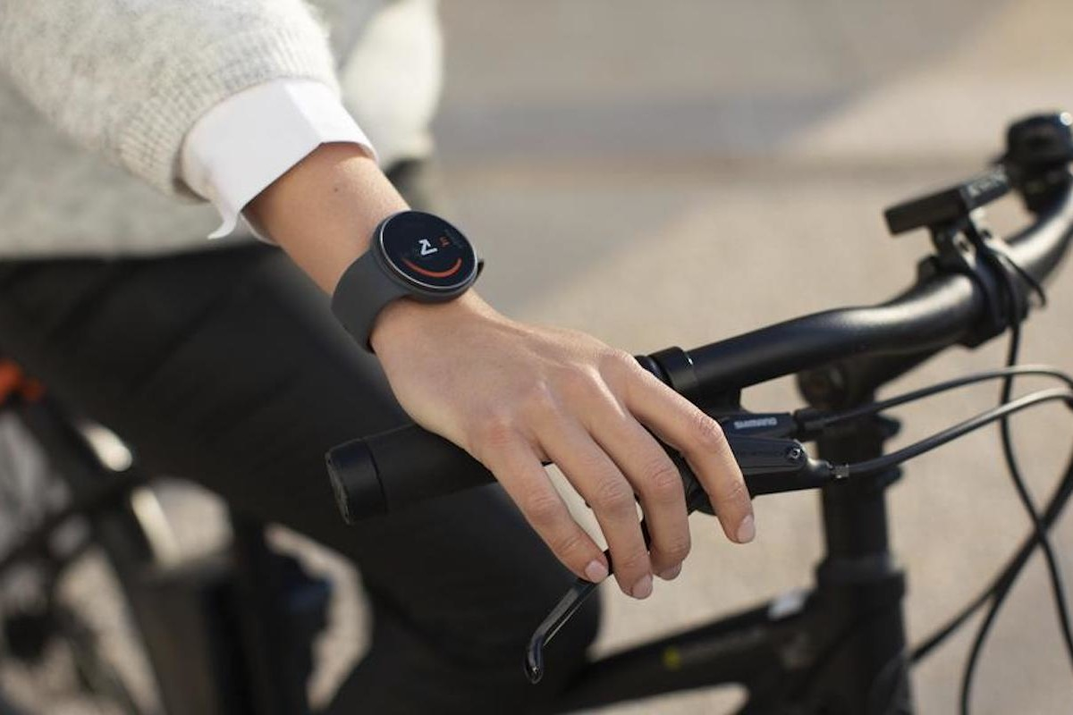 onTracks GuideWatch Solo Affordable GPS Watch shows you the way without looking at your phone