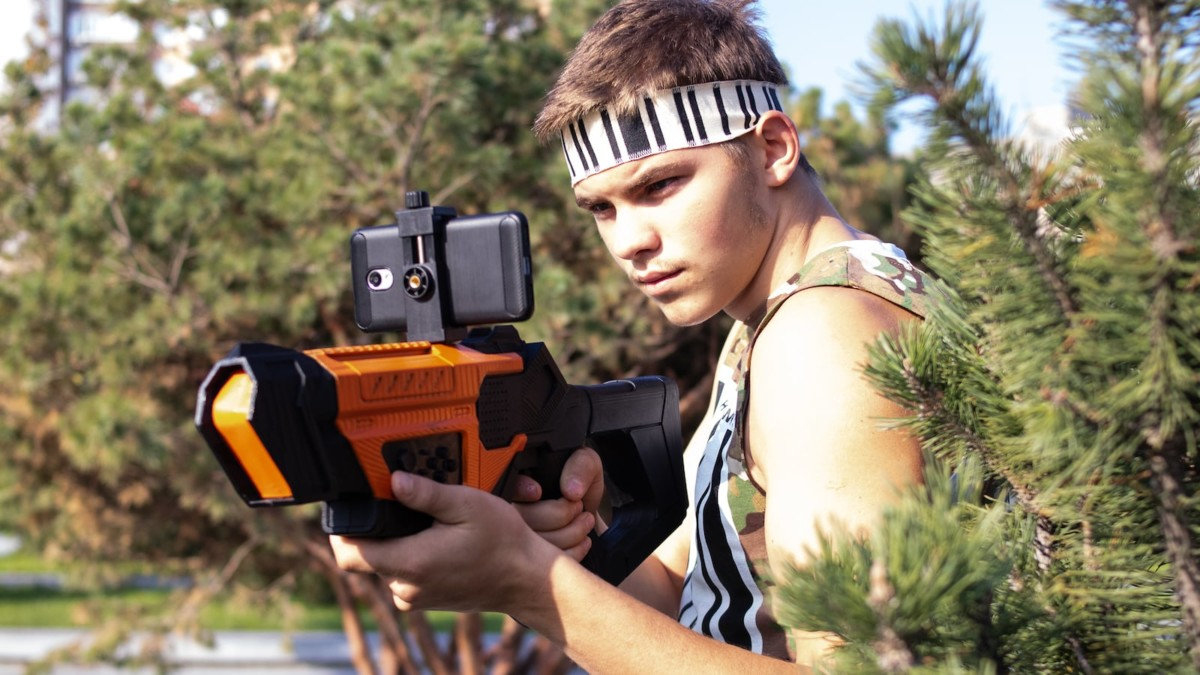AR Warriors Multiplayer AR Shooter Game and Controller features a strong smartphone holder
