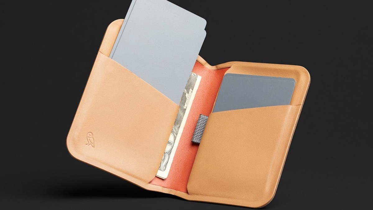 Bellroy Apex Slim Sleeve Sleek Wallet closes precisely with a magnet