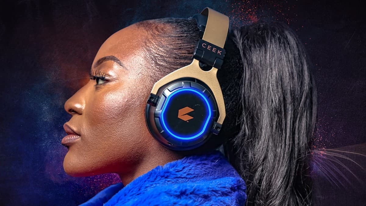 These wireless 4D headphones are awesome for games and calls