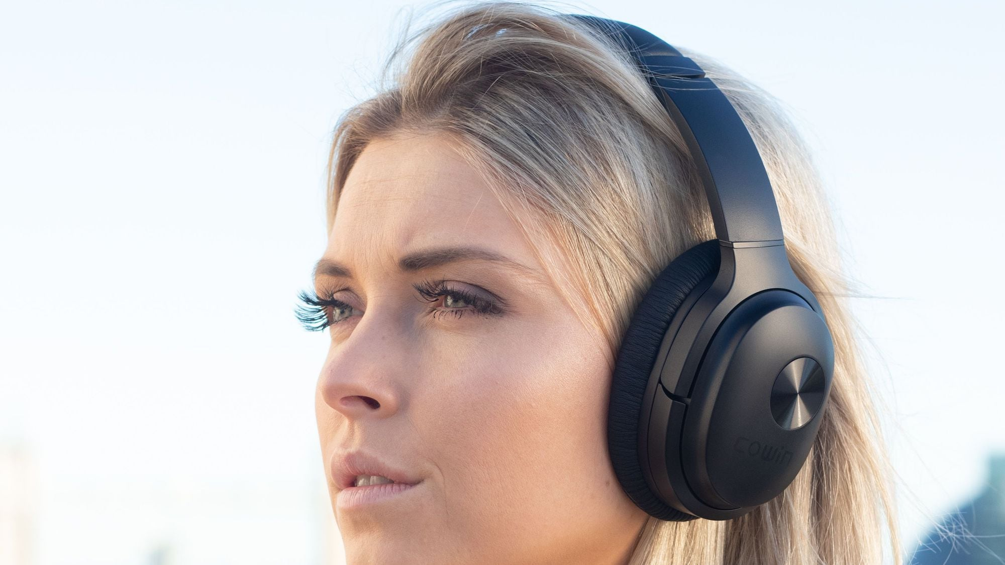 COWIN SE7 Bluetooth Wireless Headphones use professional ANC technology