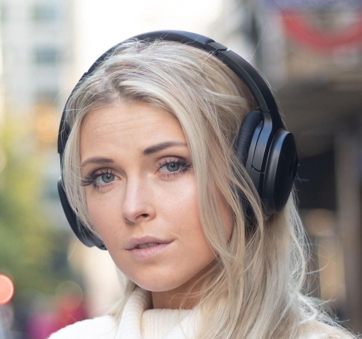 COWIN SE7 Bluetooth Wireless Headphones use professional ANC technology