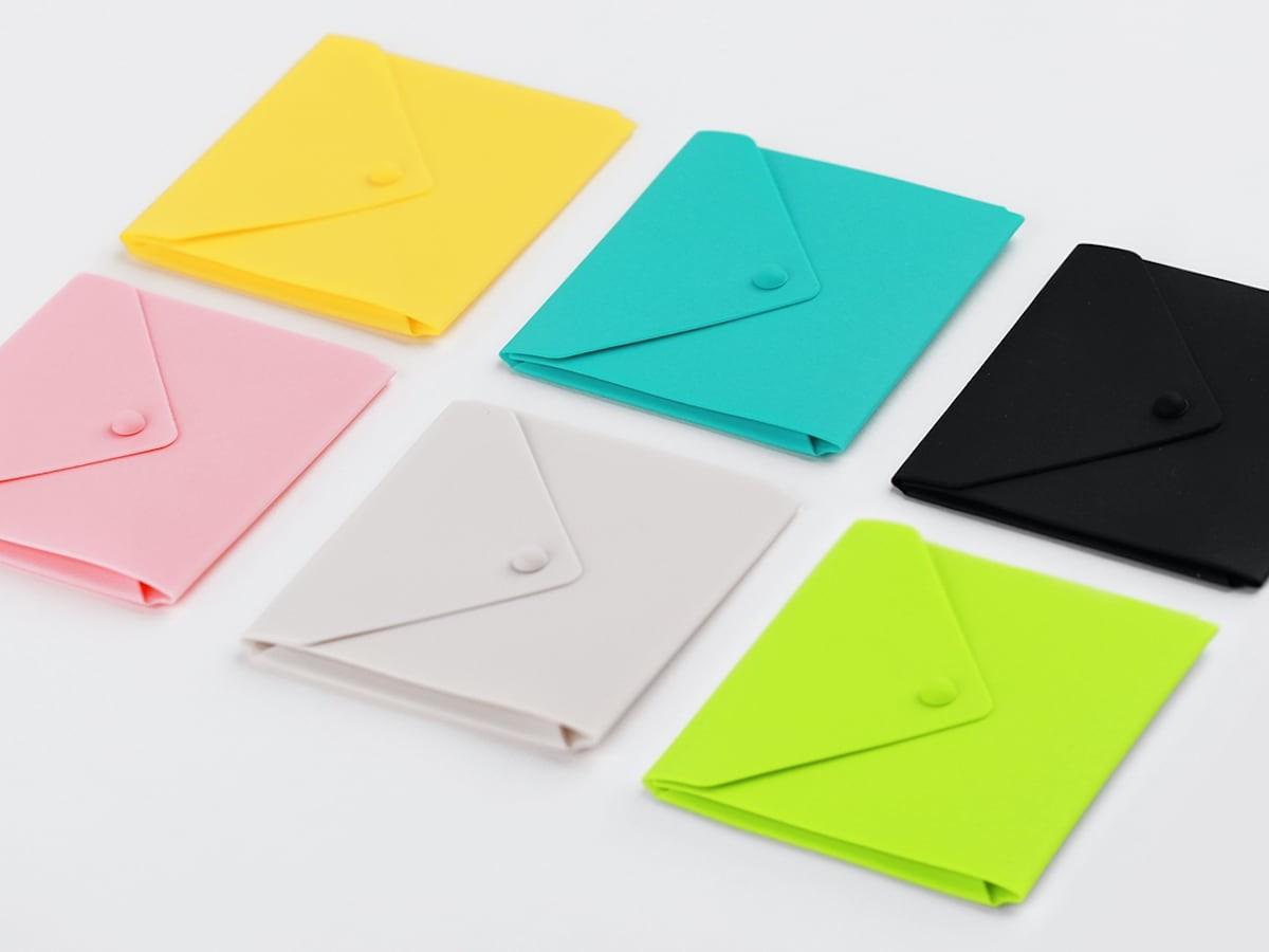 ELFRhino Silicone Envelope Mask Holder keeps your face mask clean