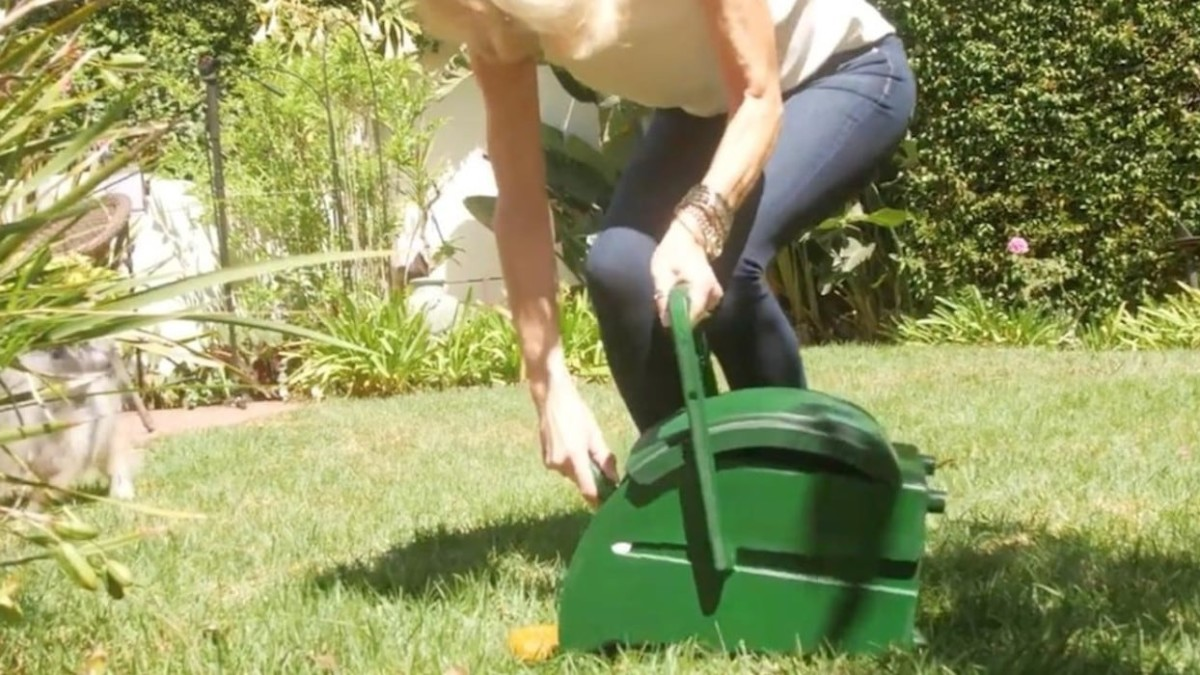 This dog waste pail makes it easier to clean up after Fido