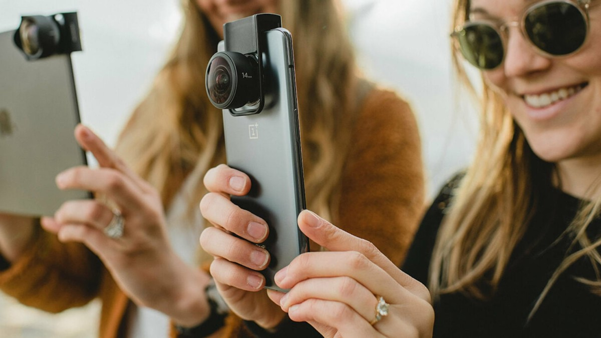 Moment M-Series multidirectional lens mount works on a variety of camera phones