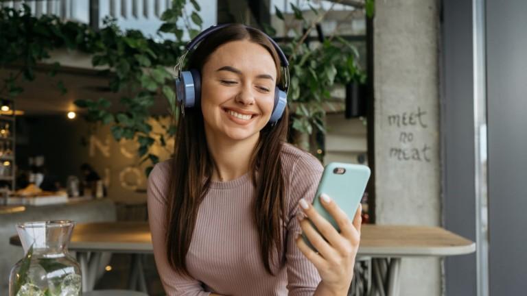 Monixibi Rainbow Hi-Fi Headphones let you personalize them with accessories