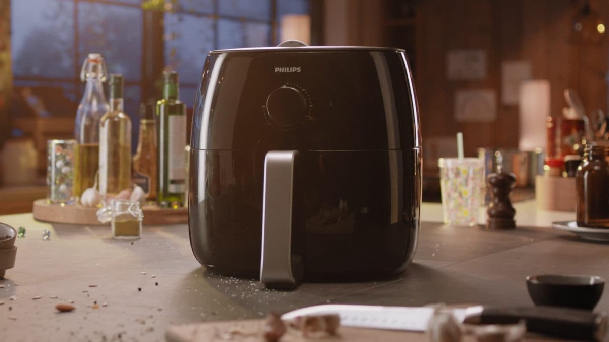 Philips Airfryer XXL Fat-Reducing Air Fryer uses hot air to fry your food while removing fat